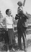Blaga cu Cornelia si Dorli 1928 _ http://www.societateablaga.ro/Poze/carti/Blaga_cu_Cornelia_si_Dorli_1928.jpg